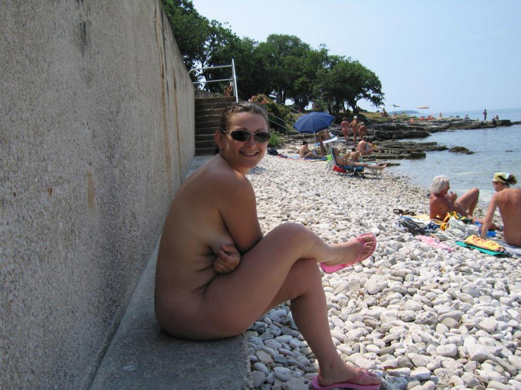 nudist women bonus photo of the day 12 10 10   good naked