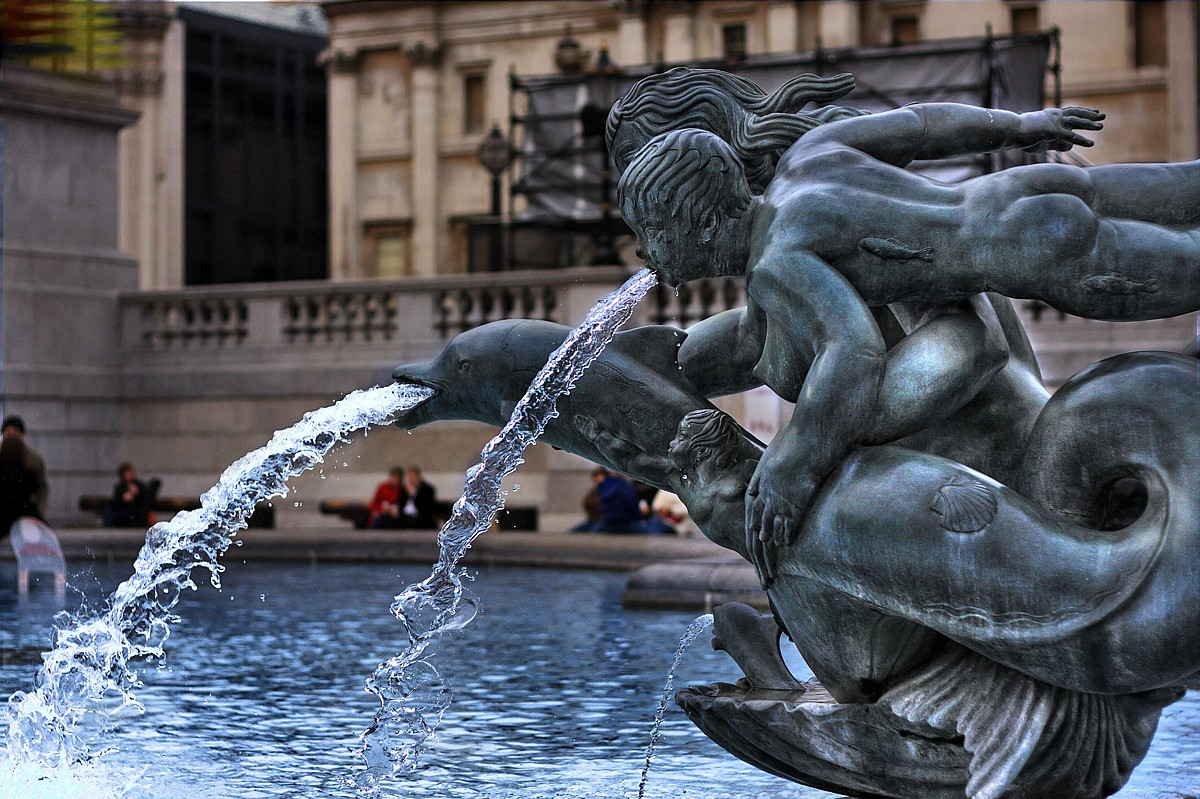 The halachic prohibition of drinking water from a fountain statue