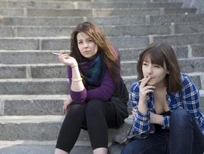 http://3.bp.blogspot.com/_k9Xk0WEWy9g/TAF1komBWmI/AAAAAAAAAZc/YSCZbtRG_nA/s1600/wanita+merokok.jpg