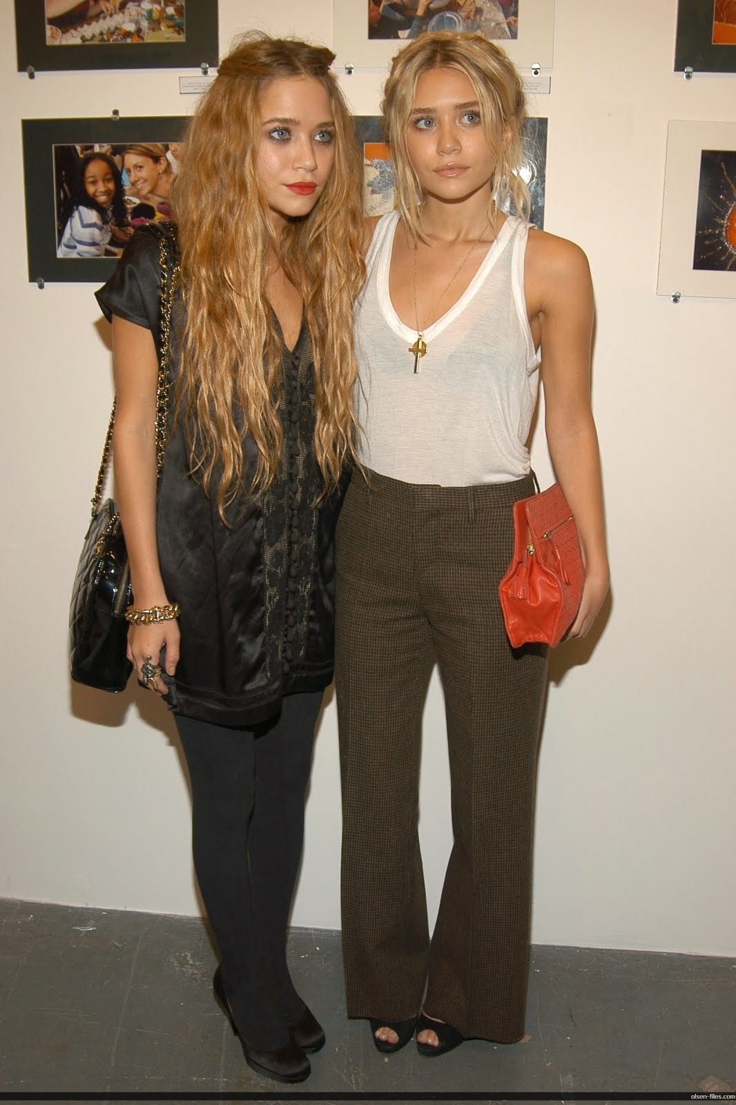http://3.bp.blogspot.com/_kBNvSPkD6hk/SxPL5VoI7UI/AAAAAAAAATs/FGqbnfkceTg/s1600/mary-kate-and-ashley-olsen.jpg