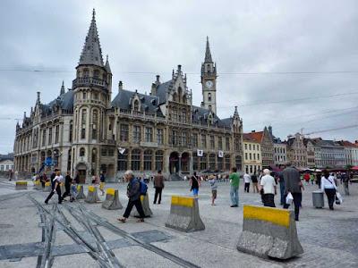 Edificio Post Plaza en Korenmarkt de Gante