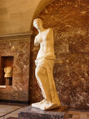 Escultura Venus de Milo en el Museo Louvre de París