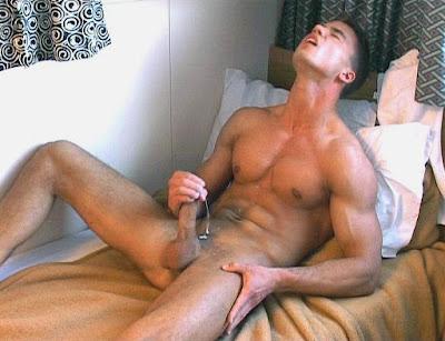 порно фото дрочит член мужикам