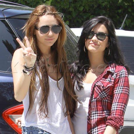@ Miley S. Demi-miley-abril2010_BDLT-2