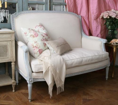 The Reading Girl: Surprise Settee