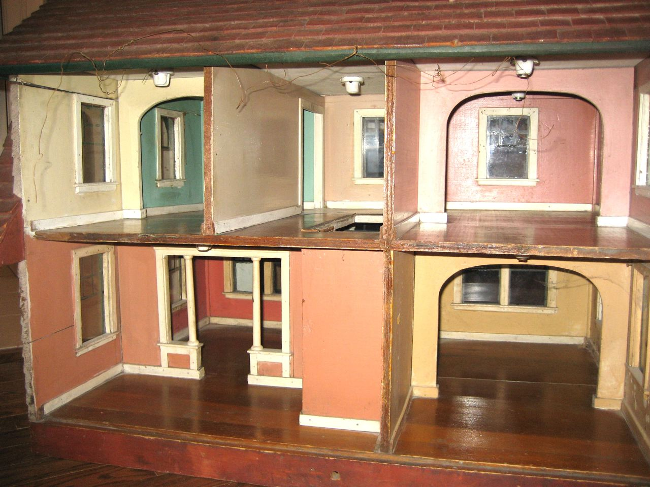 Susan S Mini Homes Antique Dollhouse