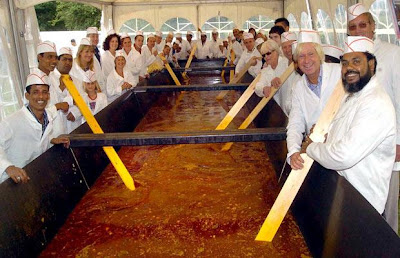 world's biggest curry picture, world's biggest curry images, world's biggest curry photo, world's biggest curry image 2010, world's biggest curry video.