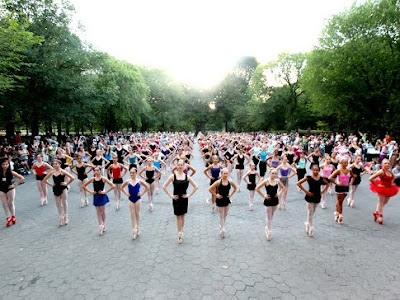 Most of ballerinas stand en pointe photo, Guinness world Record, Central Park Mondayto , ballerinas picture
