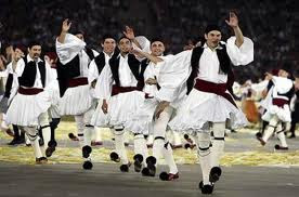 Wolrd's Biggest Greek dance, Greek Dancers Guinness World Record, Greek dance photo, largest Greek dance picture, danced on the Greek island, most Greek people dance video