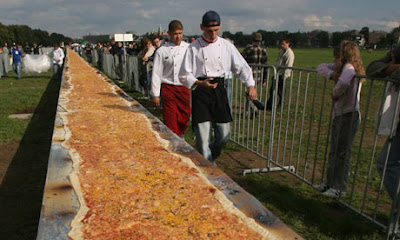 World's Longest Pizza photo, World's biggest Pizza picture, longest pizza in the world, current World's Longest Pizza video