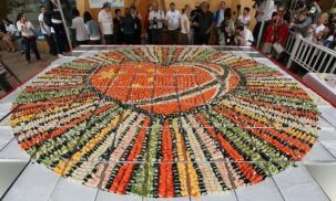 world's largest sushi mosaic photo, world's biggest sushi mosaic picture, largest sushi mosaic Guinness World Record 2011, Shanghai World Expo 2011, largest sushi mosaic in the world, Shanghai largest sushi mosaic,  Wu Xiaohong Guinness World Record