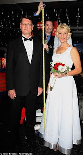World's Tallest Couple photo, America's Tallest Married Couple picture, US Tallest Married Couple Video, world's tallest living couple 2011, 2011 World Tallest Married Couple Guinness World Record, Wayne and Laurie Hallquist photo, California Tallest Married Couple
