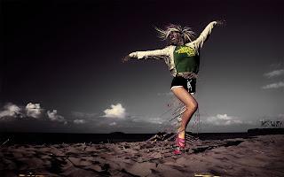 Wallpaper Dancing Girl