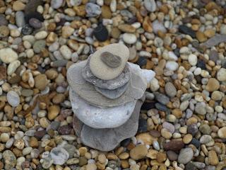 Foto von Kieseln am Strand als Herbstglück für Lily Lux