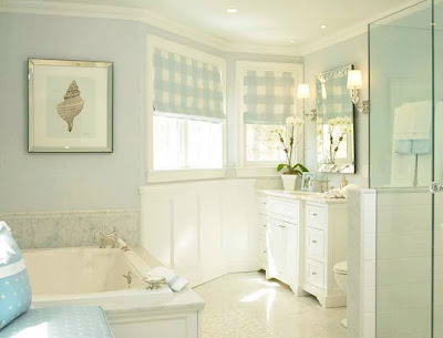 banheiro azul clarinho.