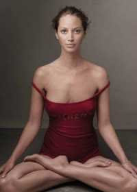 Annie Leibovitz - Christy Turlington photo for Red (2006)