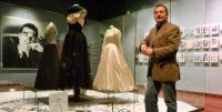 Meye donó 45 Balenciagas a su museo