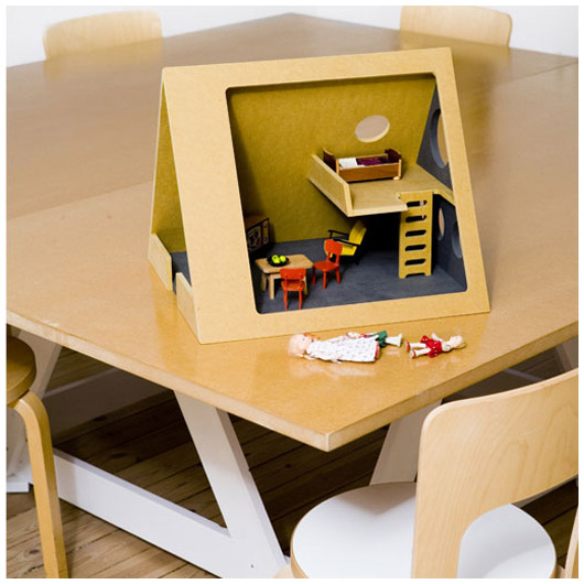 А можно вообще сделать домик как рамку для фото.  При чем думаю, что в любом размере, было бы куда ставить...