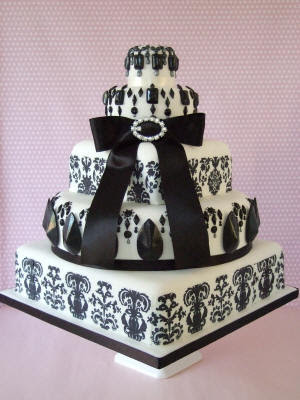Black and White Damask Wedding Cake Makis Cakes via Source