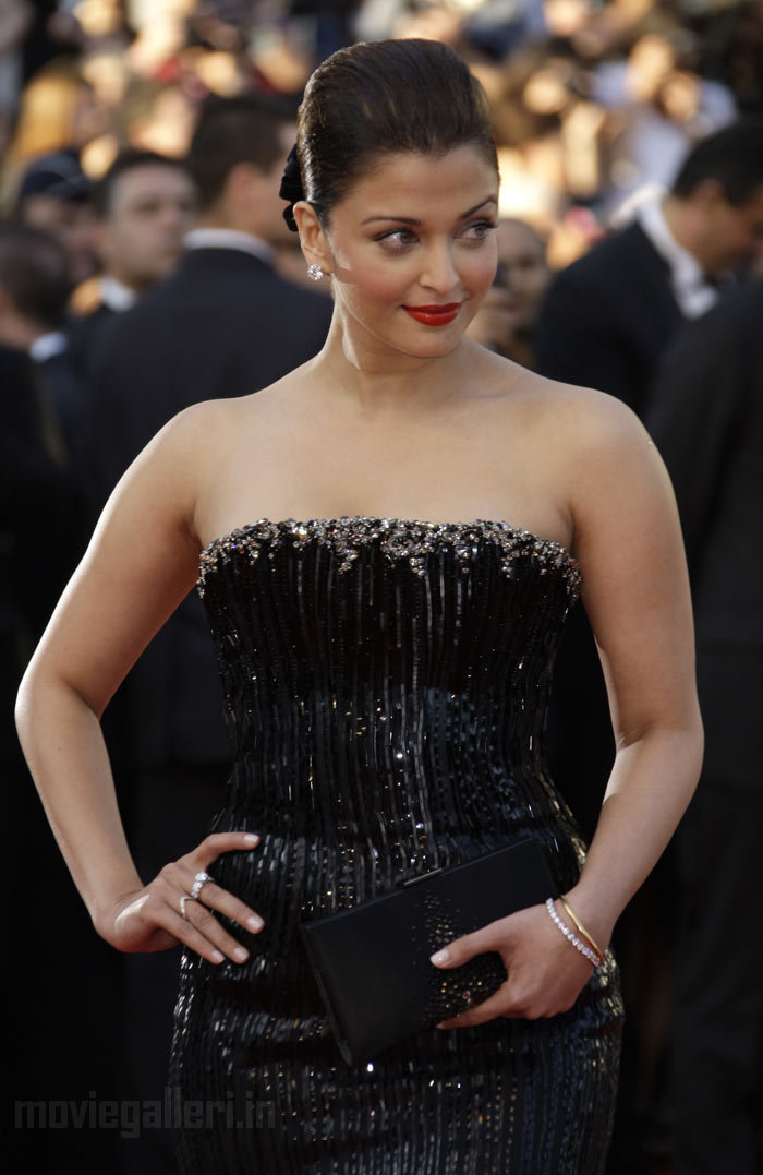 Aishwarya Rai at Cannes Fashion War Photo Gallery