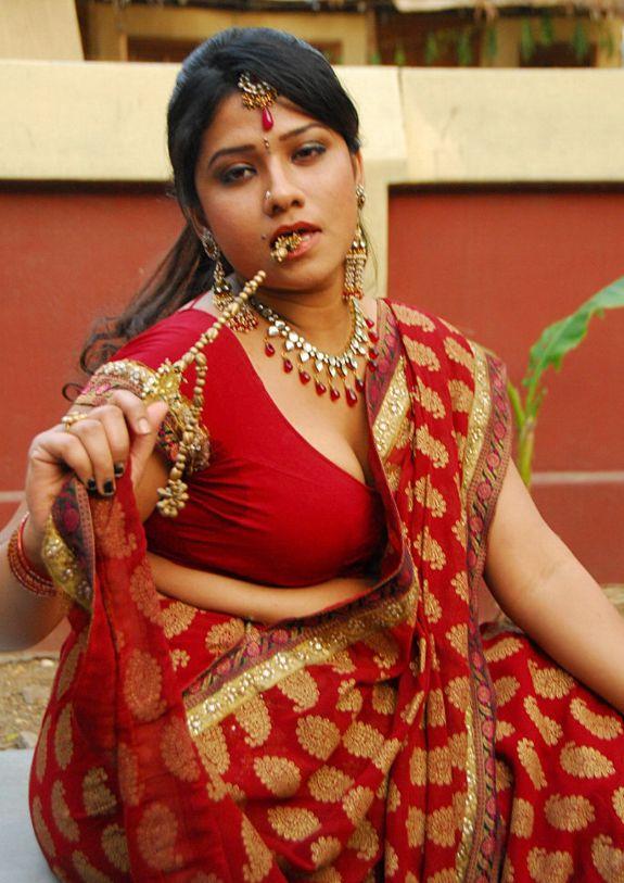 [Actress-Jyothi-Hot-stills-pics-07.jpg]