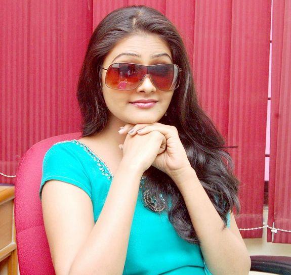 [Actress-Nandagi-latest-stills-pics-02.JPG]