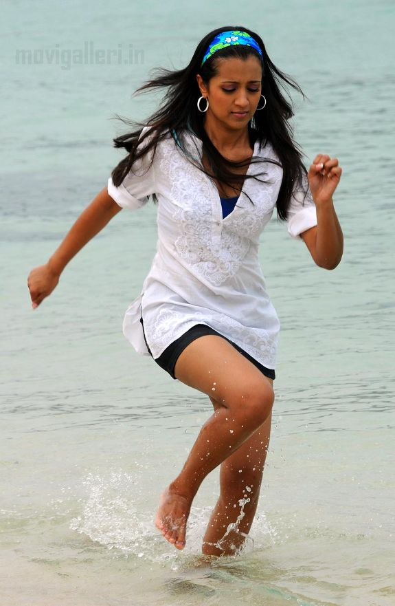 [trisha-hot-swimsuit-thigh-pics-photos-stills-05.jpg]