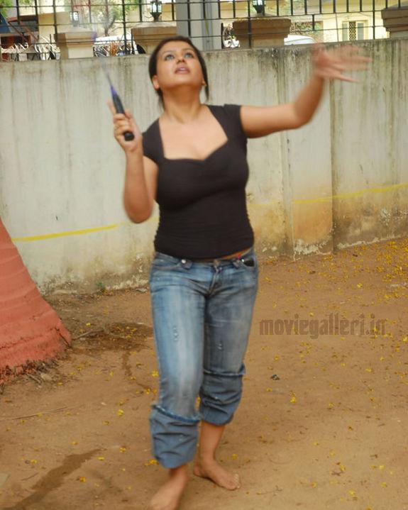 http://3.bp.blogspot.com/_kLvzpyZm7zM/S72hLTuGDUI/AAAAAAAAJHM/EVvIQThBFsE/s1600/tamil_actress_sona_heiden_hot_photos_pictures_06.jpg