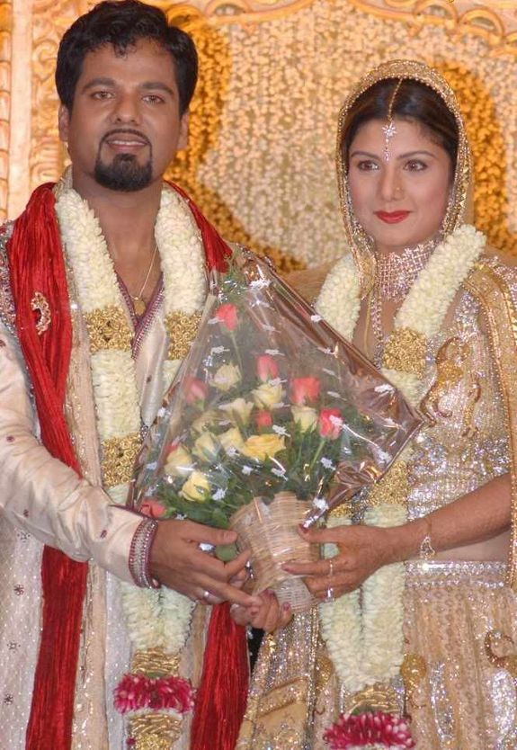 http://3.bp.blogspot.com/_kLvzpyZm7zM/S8LDFq7MJlI/AAAAAAAAJUc/dIAq7Pr6-U4/s1600/rambha_wedding_marriage_reception_photos_pictures_08.JPG