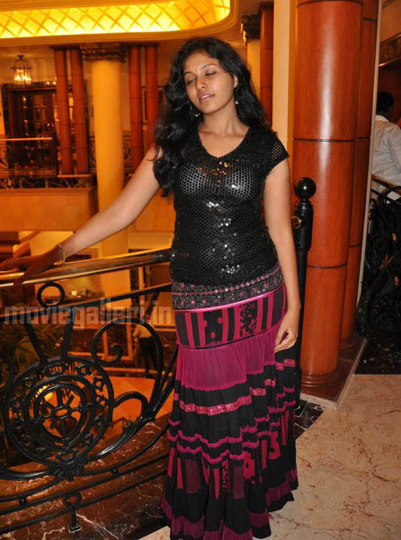 http://3.bp.blogspot.com/_kLvzpyZm7zM/S9hNKHLoJgI/AAAAAAAAKwM/t_pa9f_lCpo/s1600/tamil-actress-anjali-hot-stills-photos-pics-02.jpg