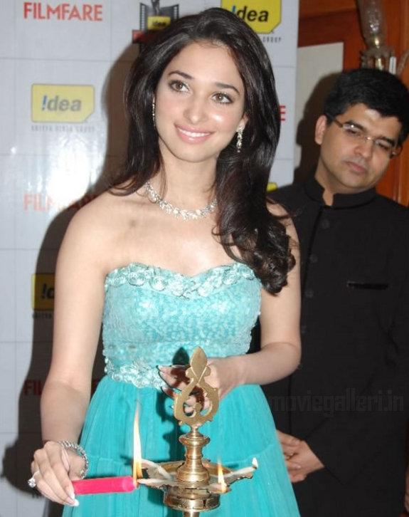 http://3.bp.blogspot.com/_kLvzpyZm7zM/TDVv51xovQI/AAAAAAAAROA/bt58yXBnjeg/s1600/Tamanna_Filmfare_Awards_Stills_01.jpg