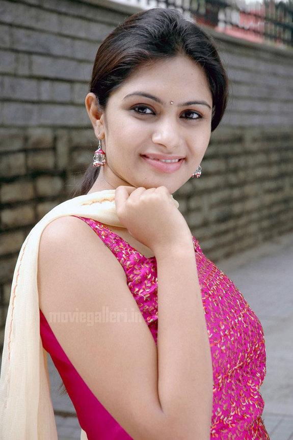 http://3.bp.blogspot.com/_kLvzpyZm7zM/TEfxeJvdNII/AAAAAAAAS8w/IYdVGNJDSBQ/s1600/Actress_Sonu_Chandrapaul_Stills_01.jpg
