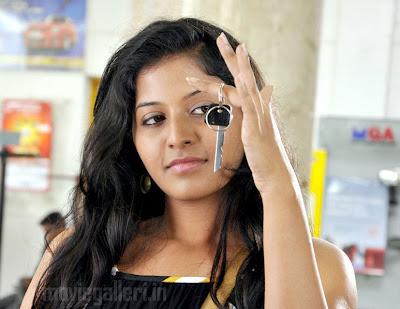 actress anjali hot stills from maharaja