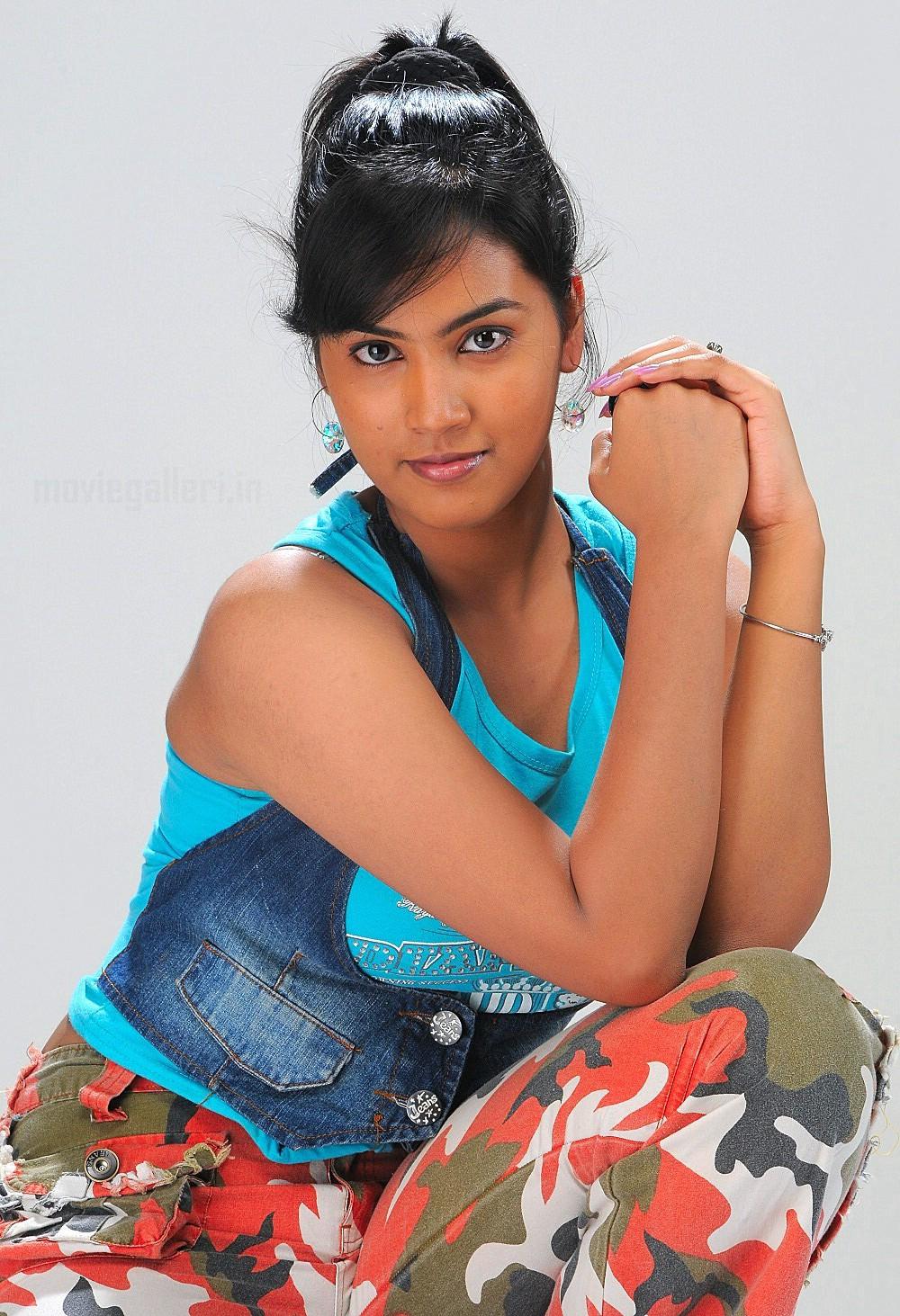 Telugu TV Actress Harika Photo Shoot Stills. Vaishali TV Serial Telugu