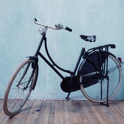 http://3.bp.blogspot.com/_kM7t6IwmQlQ/SGpR1tHwexI/AAAAAAAADsI/GYnBp2AEDS8/s400/black+bike+ladies.JPG