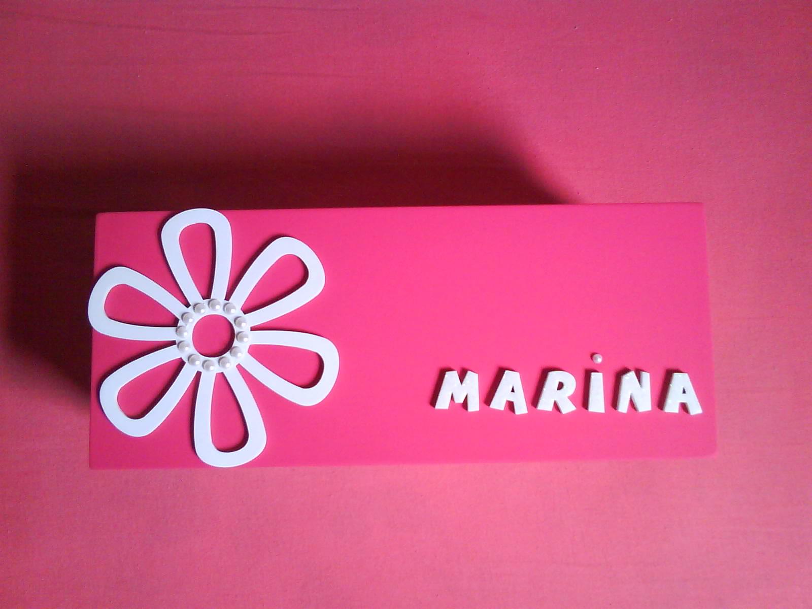 SEACHADORA: Caixa com apliques de madeira nome e flor #AB204F 1600x1200