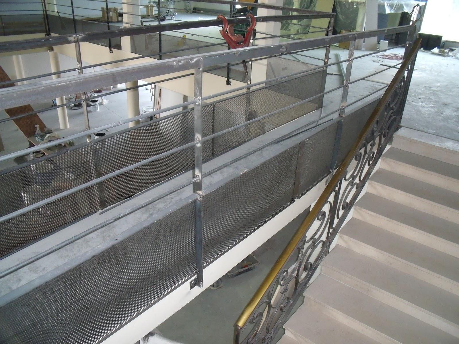 Ferronnerie d 39 art rampe moderne et classique r alis es pour boite de nuit - Ferronnerie d art moderne ...