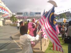 Persembahan Kibar Bendera Di hari Kemerdekaan