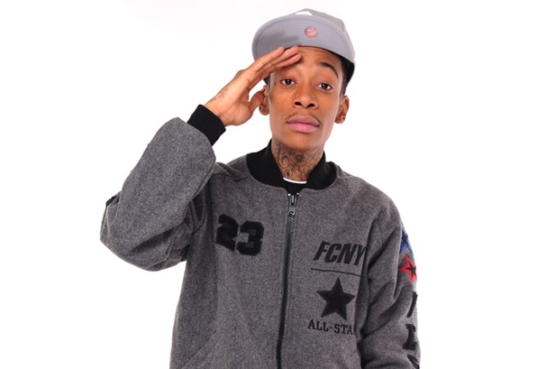 wiz khalifa roll up download. girl in wiz khalifa roll up
