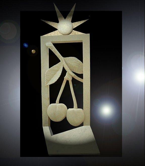 Portal da Primavera«escultura em granito com 4.40 de altura