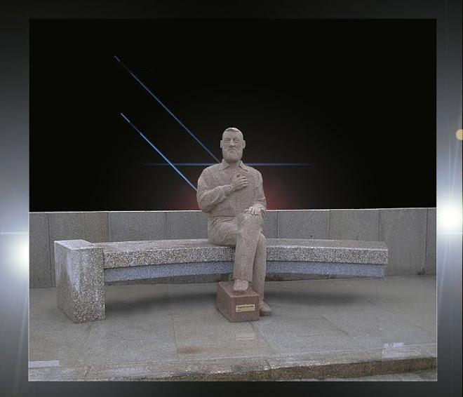Filósofo Agostinho da Silva escultura emgranito de tamanho natural