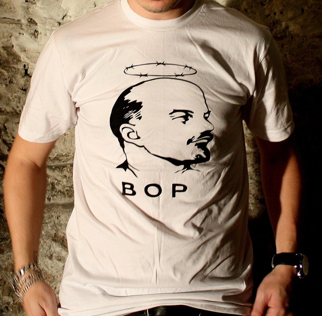 http://3.bp.blogspot.com/_kUQvtcubhiI/TLQ1sFvYWcI/AAAAAAAABb0/BegIUcpo63c/s1600/Leninshirt-BOP.jpg