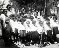 Professora Cacilda e sua turma em Tibiriçá, anos 30
