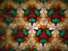 ver el mundo a través de un caleidoscopio: decabezaydecolores