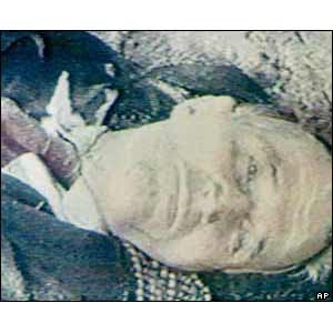http://3.bp.blogspot.com/_kZ6fEBa2CDU/R_MiTa_QtKI/AAAAAAAAAjE/6CCISOI3HWs/s400/Romanian+leader+dead.jpg