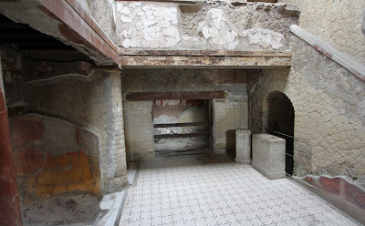 No 28, House of the Beautiful Courtyard (Casa del Bel Cortile)