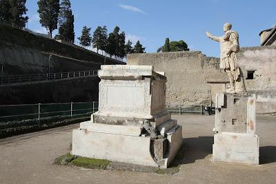 No 2, Terrace of M. Nonius Balbus (Terrazza di M. Nonio Balbo)