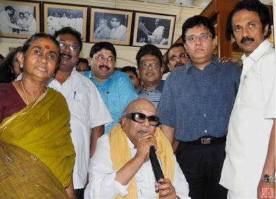 DMK Political Leader Dr. M. Karunanithi and his family members(M.K. Stalin, Dhayanithimaran, Kalanithimaran, Kanimozhi, M.K. Azhagiri)