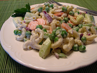 macaroni salad with peas