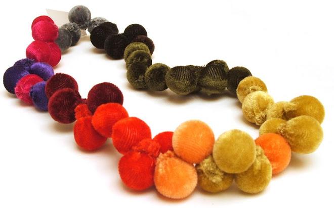 collar pomón largo multicolor